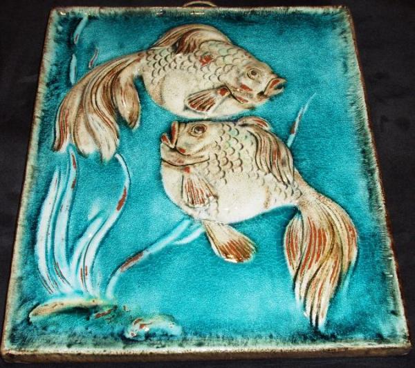 KARLSRUHER MAJOLIKA WANDFLIESE WANDKACHEL WANDBILD Zwei Fische